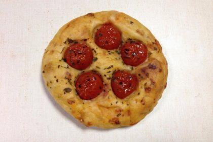 大阪パンステージ コラボパン 「パンヲカタル×グロワール」 はにかむトマトと蜂蜜のフォカッチャ